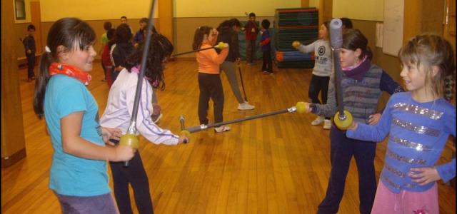 Esgrima En noviembre, los alumnos/as de 3º y 4º de primaria pudieron disfrutar en la escuela de la oportunidad de poder realizar ESGRIMA . Casualmente, un alumno de prácticas de […]