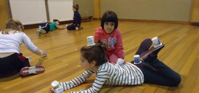 A principios de curso, el alumnado de 2º de Primaria realizó una sesión en la que trabajaron el equilibrio y control del cuerpo en diferentes posturas. El trabajo consistía en […]