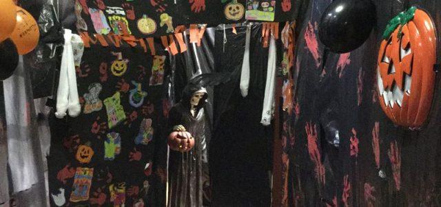 """El pasado 30 de octubre celebramos en el colegio la fiesta de Halloween. Todo el alumnado de primaria pudo disfrutar del """"aterrador pasaje del terror sorpresa"""", preparado por profesorado y […]"""