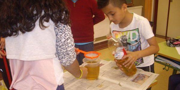 Elalumnado de 5º ha estado preparando jabón para vender en el rastrillo solidario. RECETA: Ingredientes: ½ kilo de sosa cáustica. • 3 litros de agua. • 3 litros de aceite […]