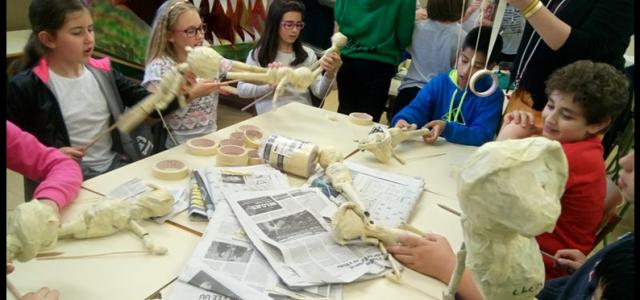 Como cada año a finales de mayo los grupos de 5º de primaria representan la obra que durante el curso han estado creando y ensayando en la hora de plástica […]